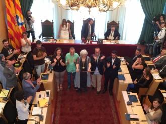 Vés a: Un jutge obliga l'Ajuntament de Badalona a col·locar la foto del rei al saló de plens